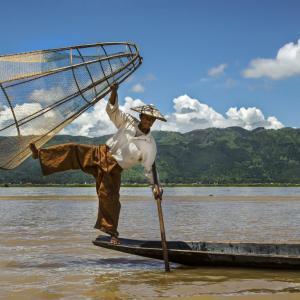 FISHERMAN AT INLE LAKE MYANMAR (BURMA) - 7